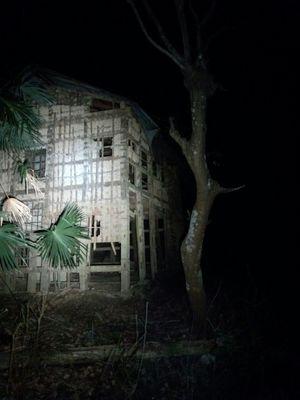 古い家と心霊写真