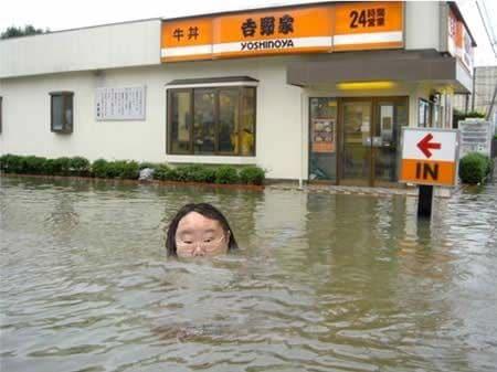 吉野家と溺れる女性