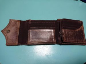 茶色の財布の中身