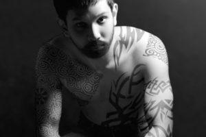 【2ch】刺青男、プールでラッシュガード着用を無視して炎上