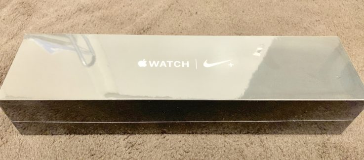Apple Watch series4の箱