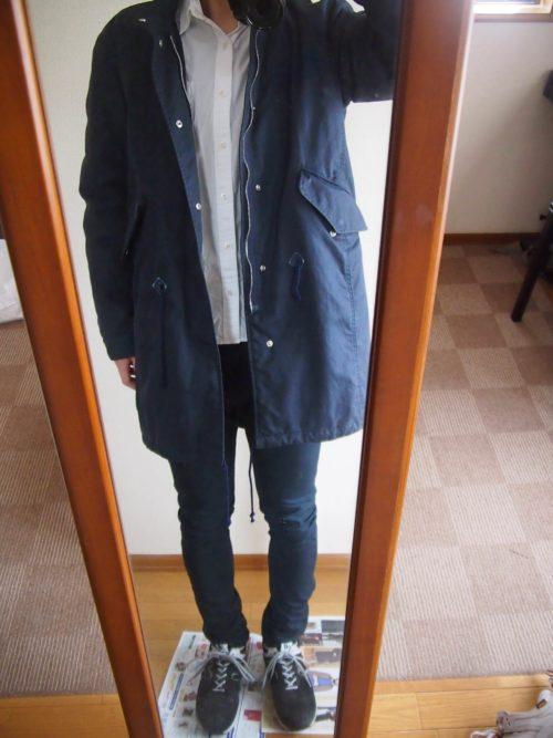 白シャツとコートのコーディネート