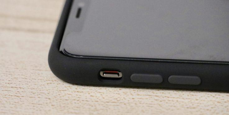 Apple純正シリコンケースiphoneXS MAX用 ブラックを装着した時のマナーモード切り替えボタン