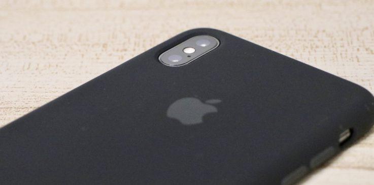 Apple純正シリコンケースiphoneXS MAX用 ブラックを装着した時の背面カメラ