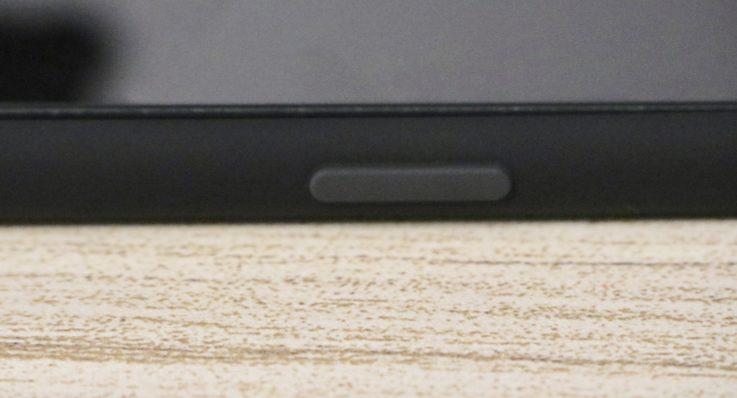 Apple純正シリコンケースiphoneXS MAX用 ブラックを装着した時のロックボタン
