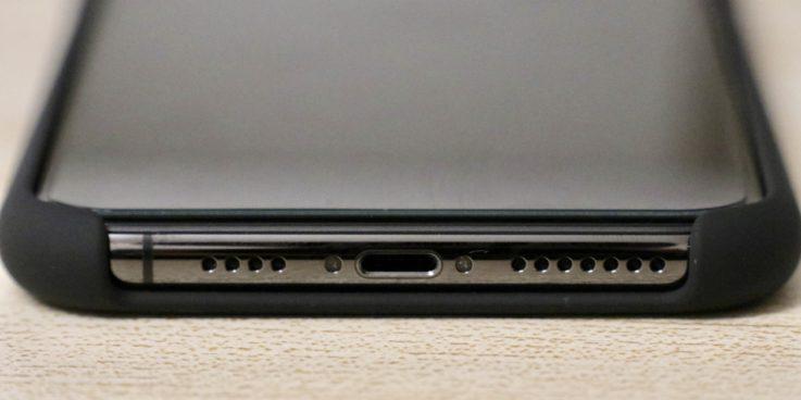 Apple純正シリコンケースiphoneXS MAX用 ブラックを装着した時のスピーカー