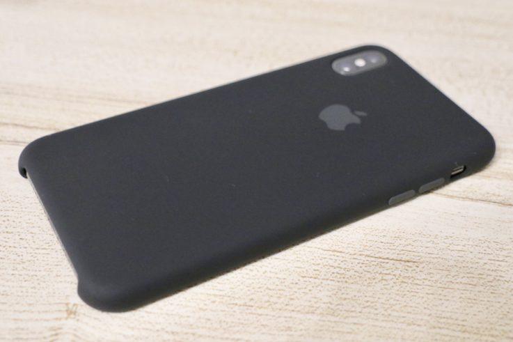 Apple純正シリコンケースiphoneXS MAX用 ブラックを装着した時の背面