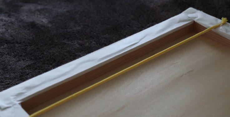 ファブリックパネルの壁掛け用の紐