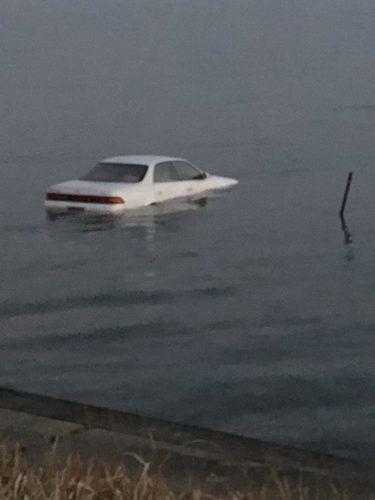 水没した車
