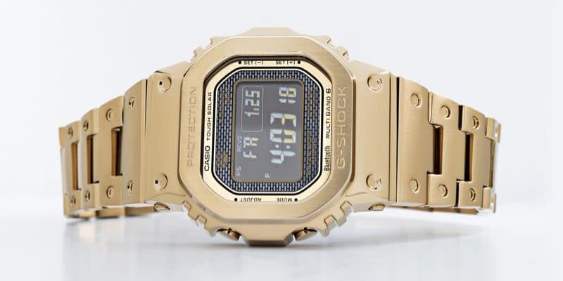 casioの金色の腕時計