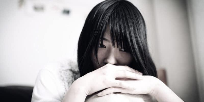 出産に不安を抱えている女性