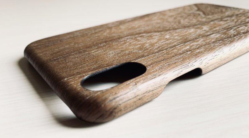 woodweのiphoneケースのカメラ部分