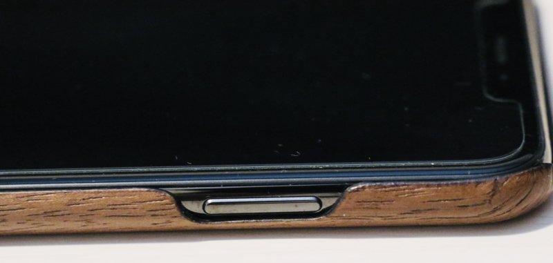 woodweをiphoneに装着した図-電源ボタン