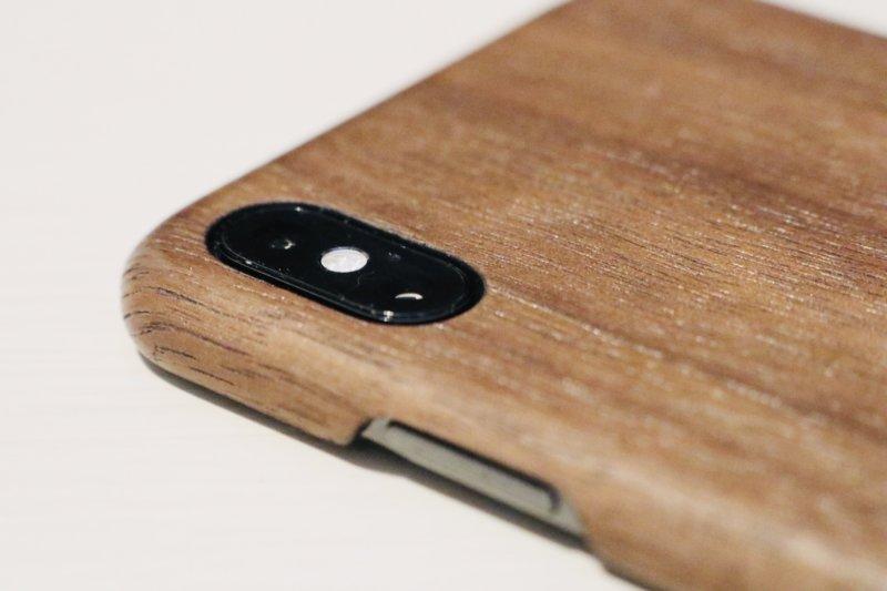 woodweをiphoneに装着した図-カメラ